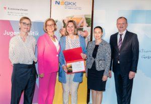 Die Österreichische Ophthalmologische Gesellschaft (ÖOG), vertreten durch Ingrid Wallner, erhielt als neues Mitglied der ÖPGK eine Urkunde.