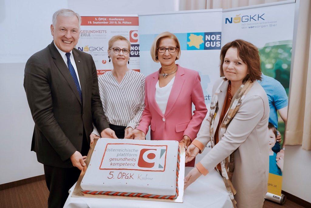 Im Bild von links nach rechts: Landesrat und NÖGUS-Vorsitzender Martin Eichtinger, die ÖPGK-Vorsitzende Christina Dietscher, Landeshauptfrau Johanna Mikl-Leitner und die Generaldirektor-Stellvertreterin der NÖ GKK, Petra Zuser.