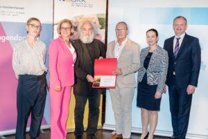 Die Österreichische Balintgesellschaft (ÖBG) vertreten durch Herrn Präsidenten und Herrn Vizepräsidenten, Hans-Peter Edlhaimb und Wilfried Leeb, erhielt als neues Mitglied der ÖPGK eine Urkunde.