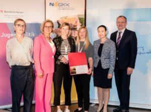 Das Frauengesundheitszentrum Graz vertreten durch Felice Gallé und Marlene Schader, erhielt als neues Mitglied der ÖPGK eine Urkunde.