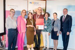 Die Marien Apotheke Wien, vertreten durch Mona Wöss, Cornelia Zacek und Sreco Dolanc, erhielt als neues Mitglied der ÖPGK eine Urkunde.
