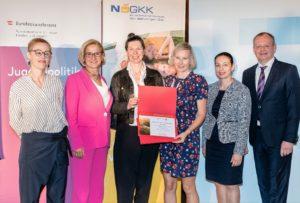 Die OÖGKK und Styria vitalis, vertreten durch Karin Reis-Klingspiegl und Inge Zelinka-Roitner, erhielten als neues Mitglied der ÖPGK eine Urkunde.