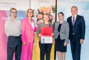 Die Steiermärkische Gebietskrankenkasse (STGKK), vertreten durch Eva Ackbar, erhielt als neues Mitglied der ÖPGK eine Urkunde.