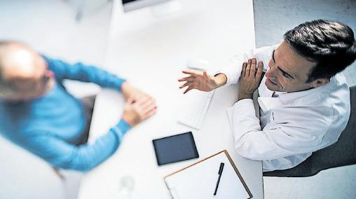 Bild zeigt Arzt und einen Patienten